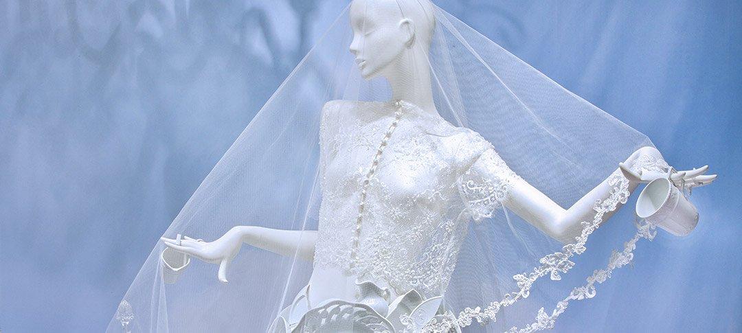 Weißes Porzellan Feinstes Kristallglas Und Zarte Spitze Die Hochzeitssaison 2017 Steht Vor Der Tür Kö Impressions By Franzen
