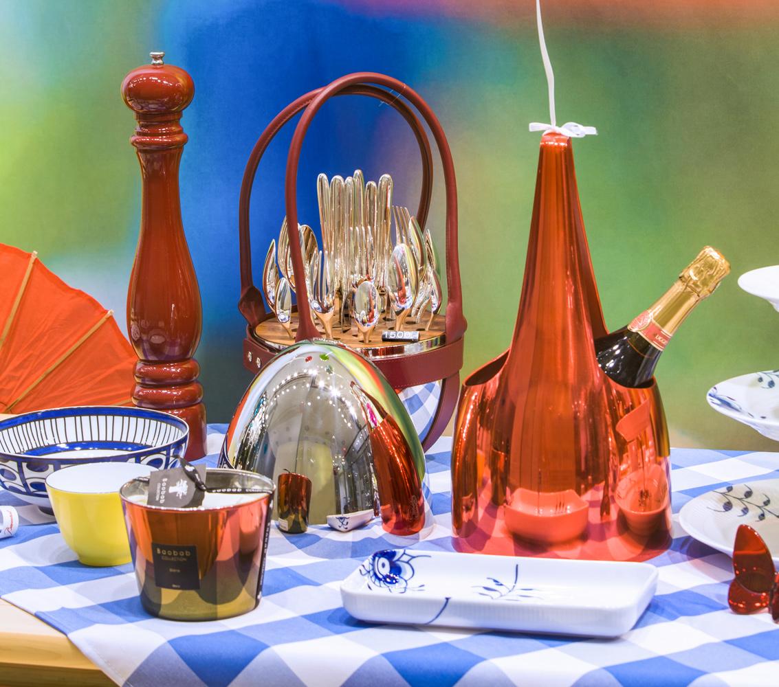 """Sommergarten bei Franzen mit Champagnerkühler von L'Orfèvrerie d'Anjou & Besteckset """"Mood"""" von Christofle"""