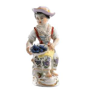 Gärtnerkind mit Pflaumenkorb 12 cm