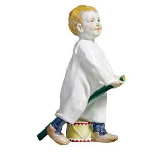 Kind mit Stecken und Trommel 18,5 cm